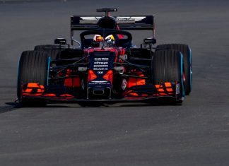 Aston Martin Red Bull Racing RB15 op circuit