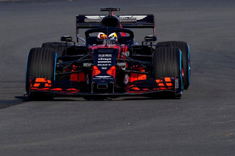 Aston Martin Red Bull Racing RB15 op circuit