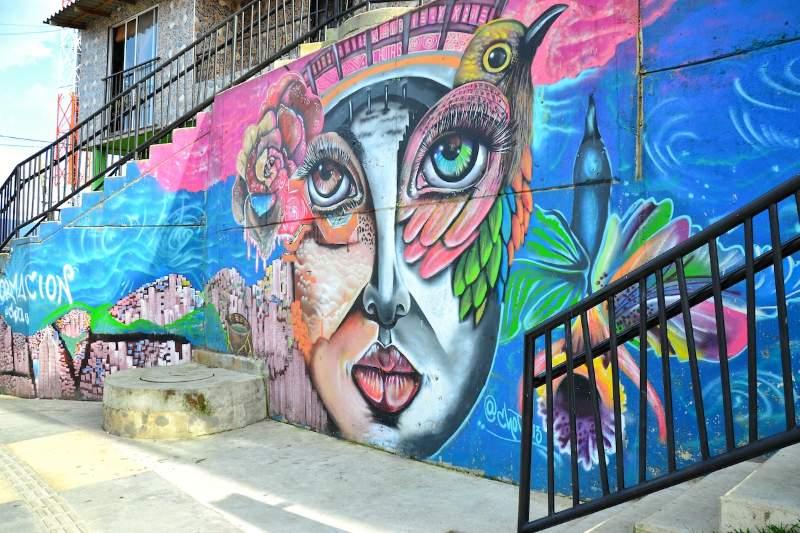 Medellin Comuna 13 graffiti tour